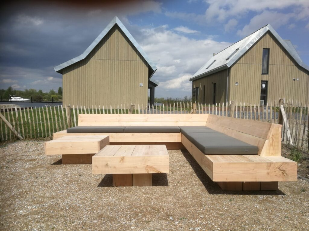 loungebank van stoer hout